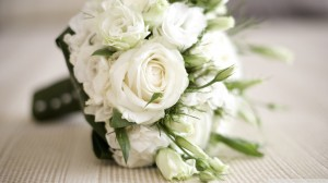 rsz_white-roses-bouquet_00451096