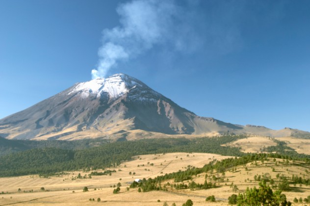 Active snowcapped Popocatepetl volcano (5.452 meters), Mexico