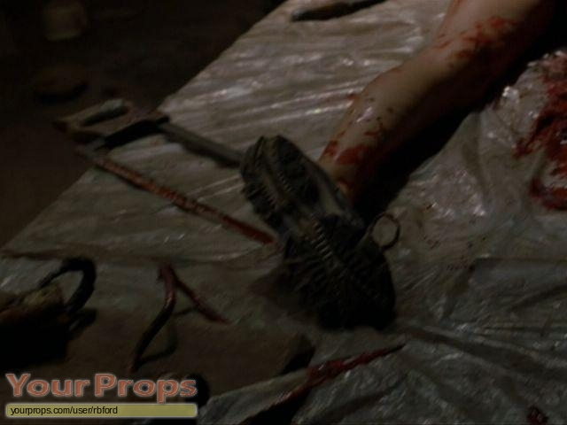 Wrong-Turn-Bloody-stunt-Hacksaw-2