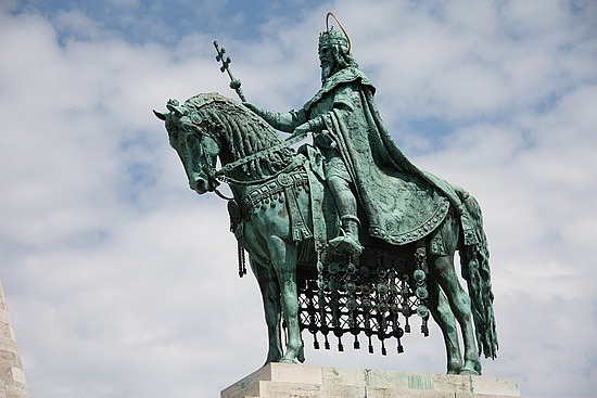 statue-of-king-saint-stephen-budapest-hungary