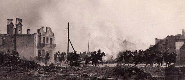 640px-Polish_cavalry_in_Sochaczew(1939)a