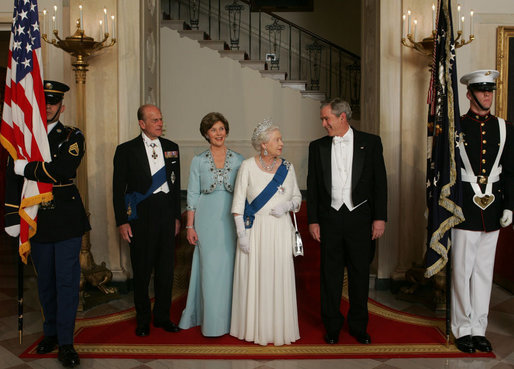First_family_and_Elizabeth_II_2007_(inside)