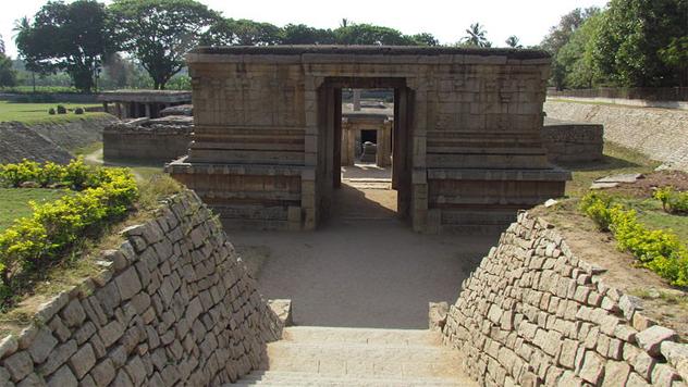 6- Underground_Shiva_temple_01