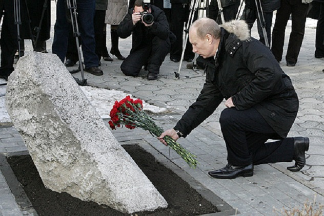 Vladimir_Putin_1_February_2008-7