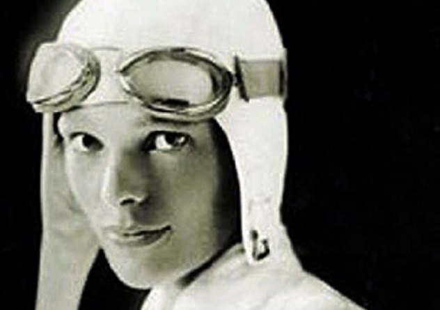 Amelia_Earhart_as_'Lady_Lindi'
