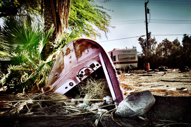 Boat_stuck_in_ground_at_the_ghost_town_Marina_of_Salton_Sea