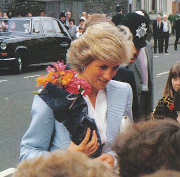 Princess_diana_bristol_1987_02