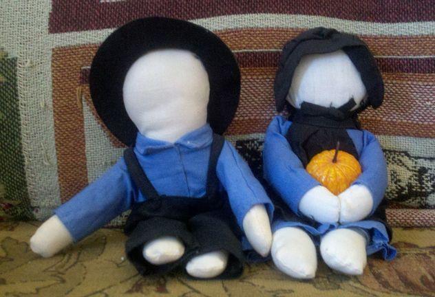 4_1280px-Amish_Dolls