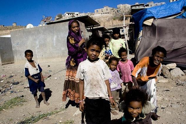 800px-Akhdam_children_Taizz