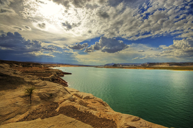 800px-Lake_Powell_(2217173388)
