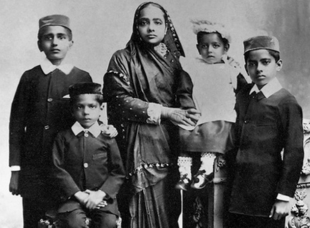 8_Kasturba_and_children