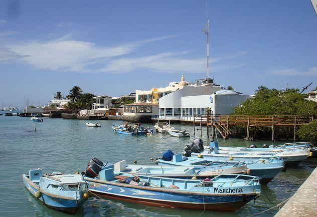 9_Puerto_Ayora_harbor