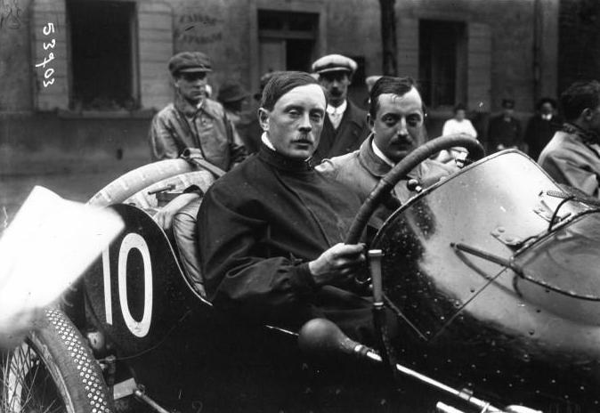 Kenelm_Lee_Guinness_at_the_1914_French_Grand_Prix_(2)
