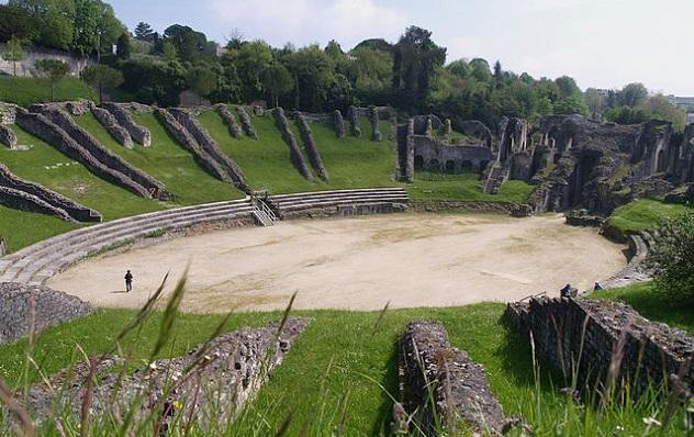 640px-Saintes_amphitheatre