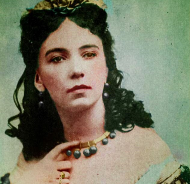Cora_Pearl_tinted_photo