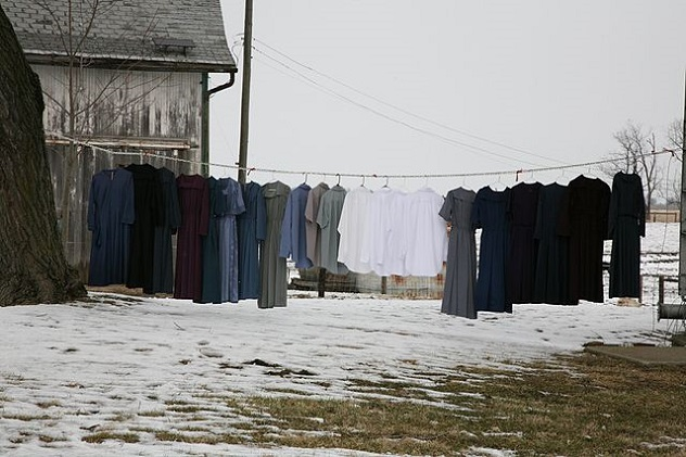 640px-Amish_clothesline_3