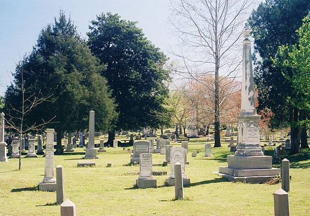 640px-Maple_Hill_Cemetery_Huntsville_Alabama_Front1