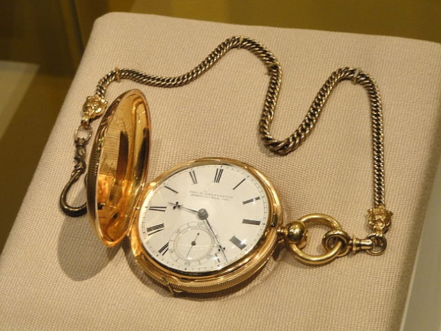 Abraham_Lincoln's_pocket_watch_and_fob,_c._1850,_etched_in_1861_by_watchmaker_Jonathan_Dillon_in_Washington,_DC_-_National_Museum_of_American_History_-_DSC06153