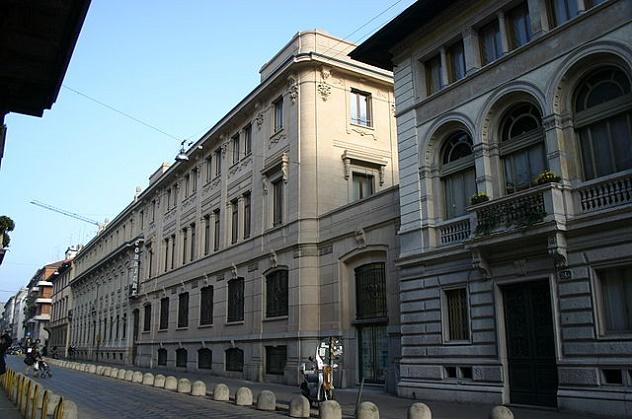 640px-IMG_4261_-_Milano_-_Sede_del_Corriere_della_Sera_in_via_Solferino_-_Foto_Giovanni_Dall'Orto_20-jan_2007