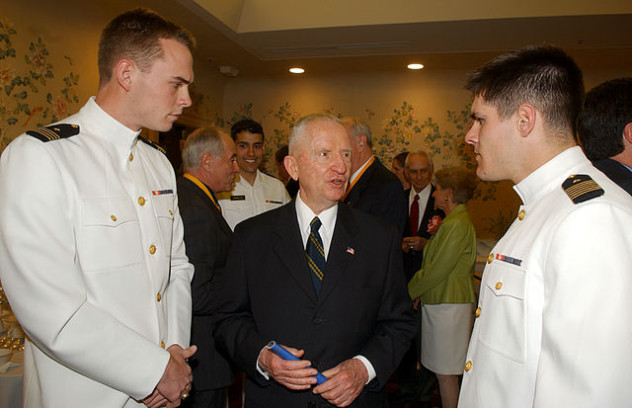 640px-US_Navy_050415-N-0000X-002_Mr._H._Ross_Perot_speaks_with_U.S._Navy_Midshipmen_prior_to_a_special_ceremony_for_four_new_Naval_Academy_Distinguished_Graduates