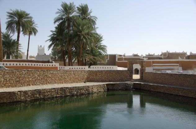 4-libya-lake-473435112