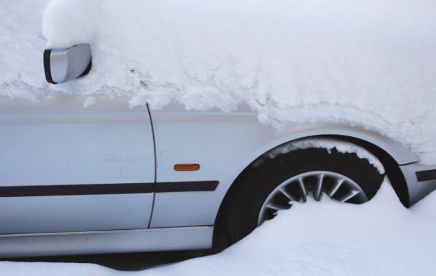 5-snowy-car-469159729