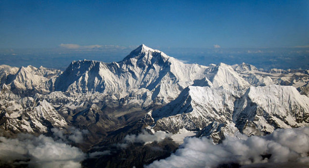 640px-Mount_Everest_as_seen_from_Drukair2_PLW_edit