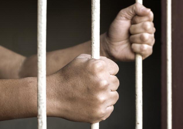 6-man-in-prison-469246976