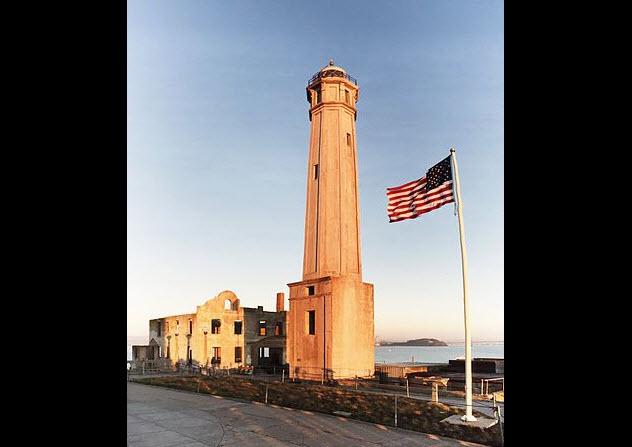 8-alcatraz-lighthouse