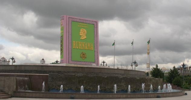 Ruhnama Statue