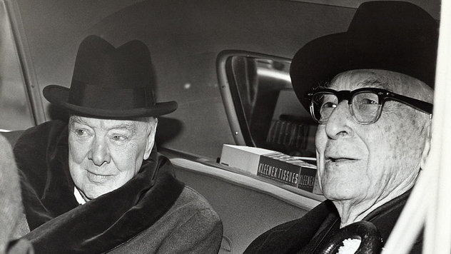 rsz_955px-winston_churchill_and_bernard_baruch_talk_in_car_in_front_of_baruchs_home_14_april_1961