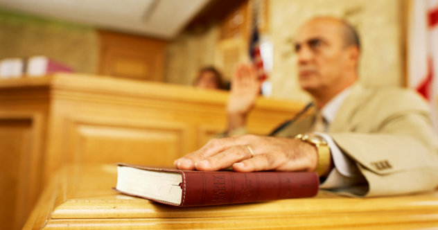 10 People Who Brazenly Lied On The Witness Stand