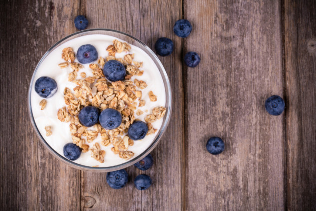 Yogurt with granola and blueberries.