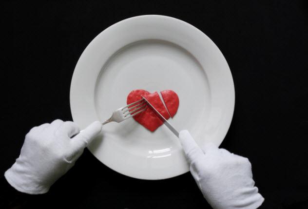 10-eat-human-heart-160561513