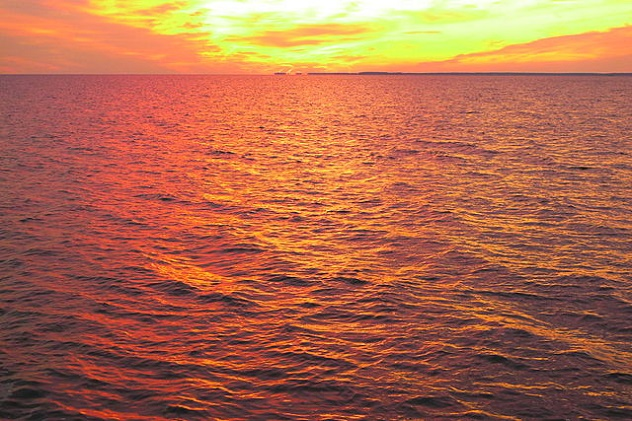 640px-Sunset_-_Eastern_Bay_5
