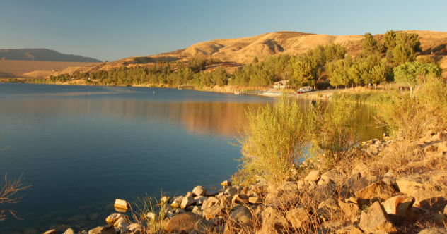 6-feature-castaic-lake_000043365866_Small