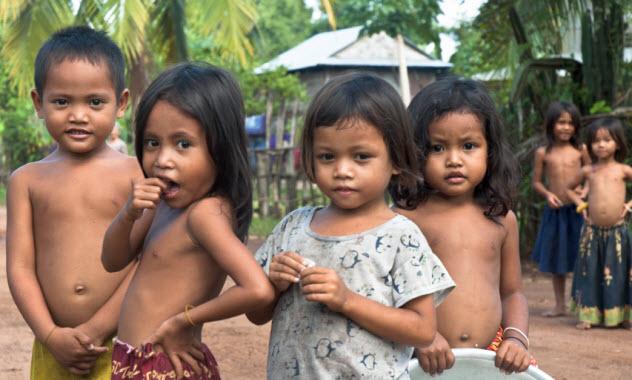 2-cambodian-children_000015625780_Small
