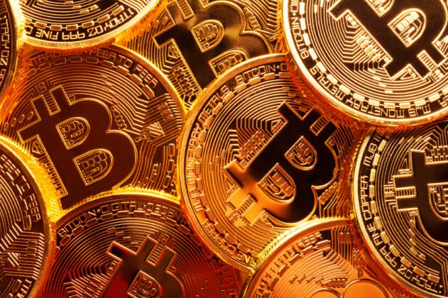 6-bitcoin_000079625683_Small