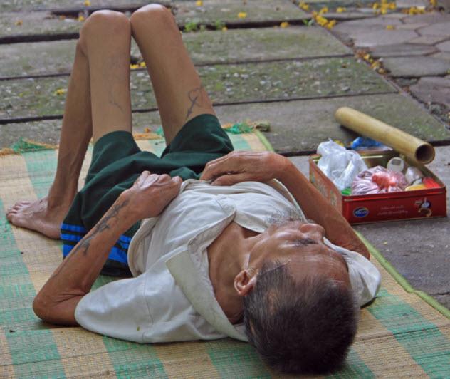 8-skinny-homeless-man_000071745625_Small