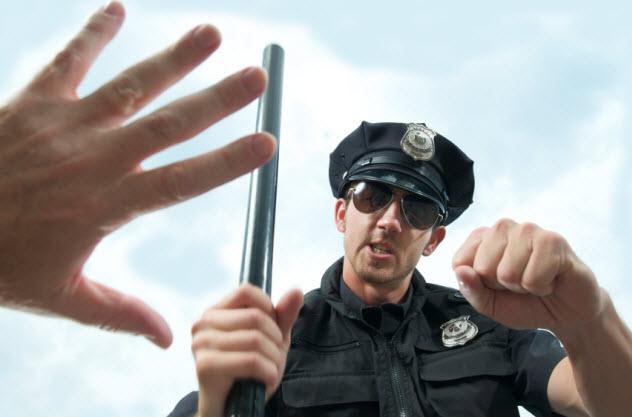 7-police-assault_000010412089_Small-bkgr