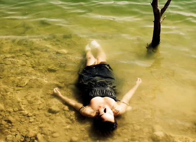 9-body-in-water_000007726868_Small
