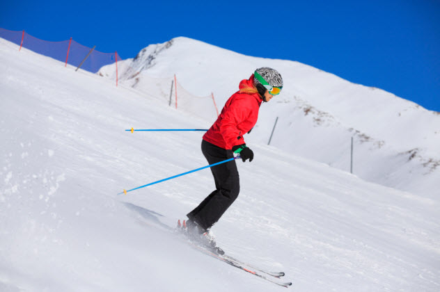 10-woman-skiing-alps_000077091025_Small