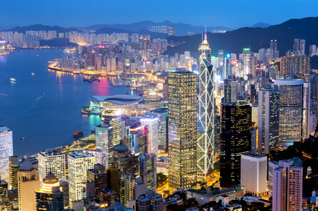 3-hong-kong-at-night_000077709381_Small