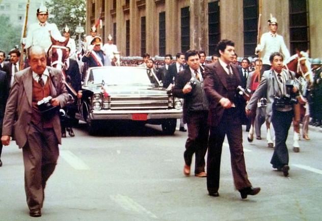 640px-Pinochet_11-09-1982