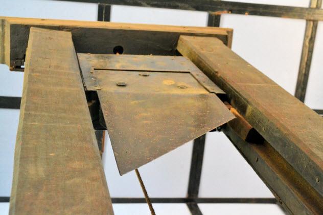 8-guillotine_000032858240_Small