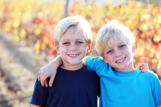 4-twins_000066822911_Small