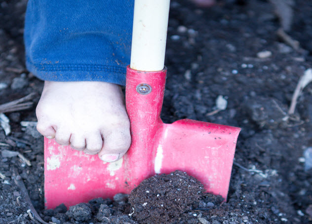 3-boy-foot-on-shovel_40081742_SMALL