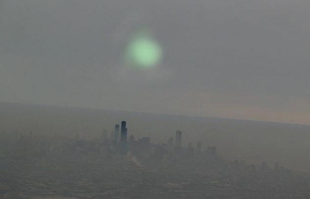 6a-smoggy-chicago-weird-light