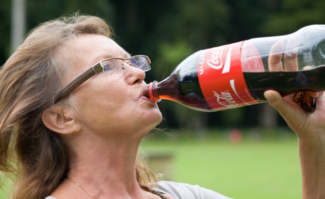 7-drinking-coke_16791735_SMALL