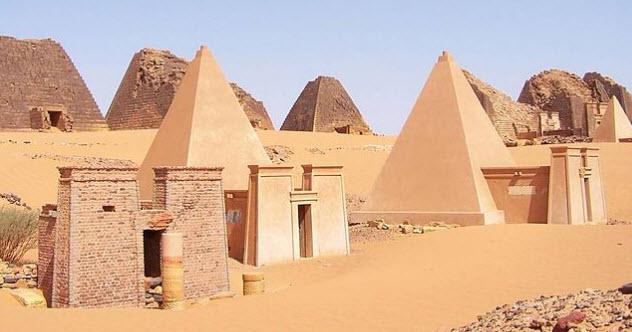 5-kush-meroe-pyramids